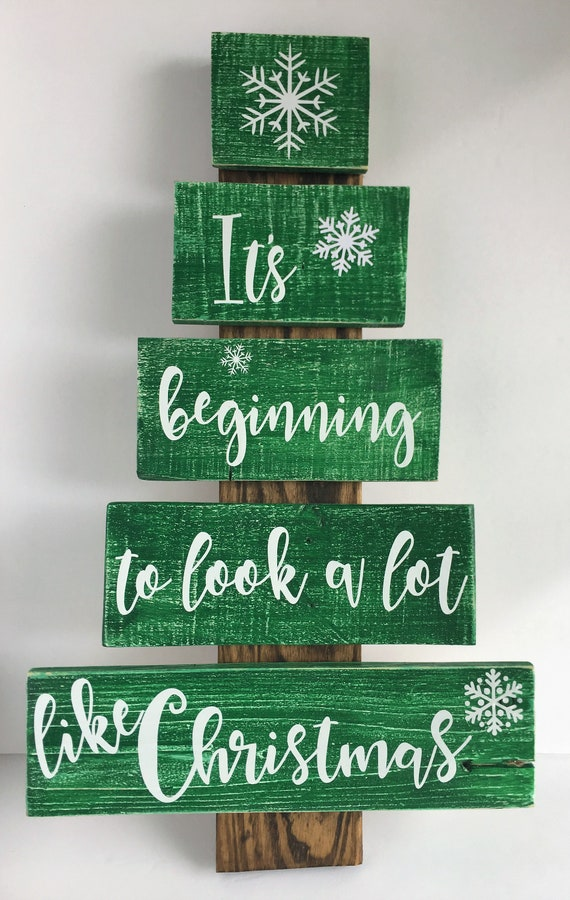 Its Beginning To Look A Lot Like Christmas Lyrics.Handmade Pallet Wood Christmas Tree With Lyrics And Snowflakes It S Beginning To Look A Lot Like Christmas Santa Elves North Pole