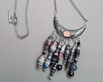 Bib necklace made of recycled paper and varnished