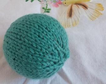 Seaweed green cat ball