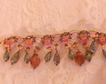 Bracciale con pietre di diversi colori