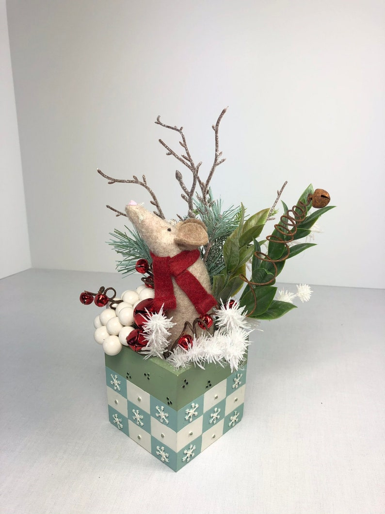 Handmade Original Mouse Holiday Christmas Decor Red Bells /& Greenery Wool Felt Mouse Sitting in a Snowflake Theme Dish with White Berries