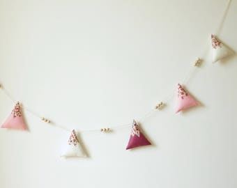 Felt mountain peaks Garland, pink Marshmallow, dusty pink and white - decor - wall decor