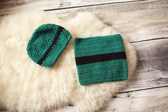 a0db42e75bb6 Bonnet   Snood en laine garçon vert fonce noir   Etsy