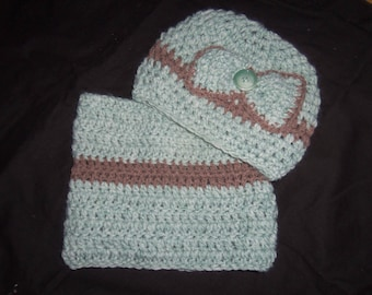 Pale green set hat and Snood color Brown