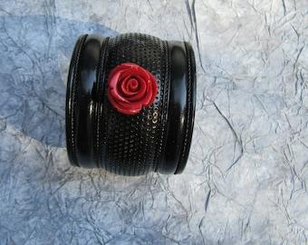 Cuff 16 black and red rose