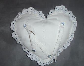 So romantic! The pillow ring bearer!