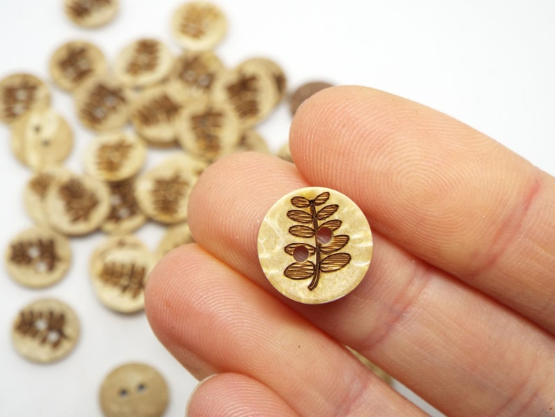 Leaf 2 Hole Coconut Small Round Buttons 13mm Pack of 8