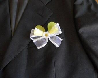 Daisy wedding boutonniere