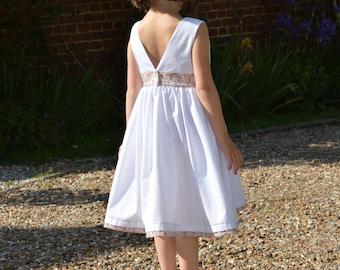 14fe367bbaab5 Robe blanche dos en v et liberty eloise rose exclu stragier