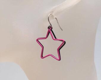 Charm earrings black and pink stars