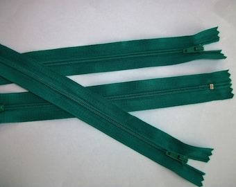 1 zipper - Pine Green - uncut - useful for purse, wallet, skirt - 20 cm