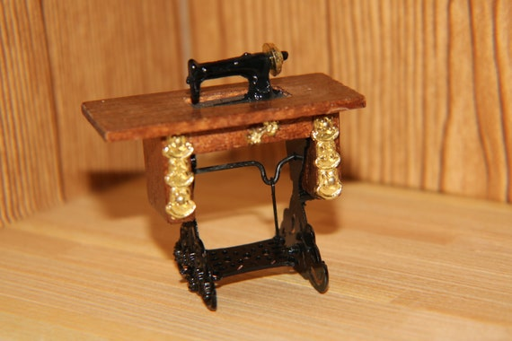 Dollhouse Miniature 1:12 Scale Sewing Machine on Light Brown Stand