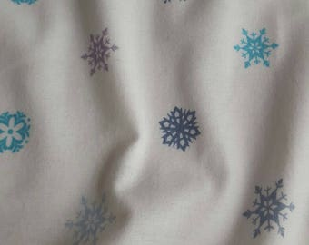 25 snowflakes printed flannel fabric x 135 cm