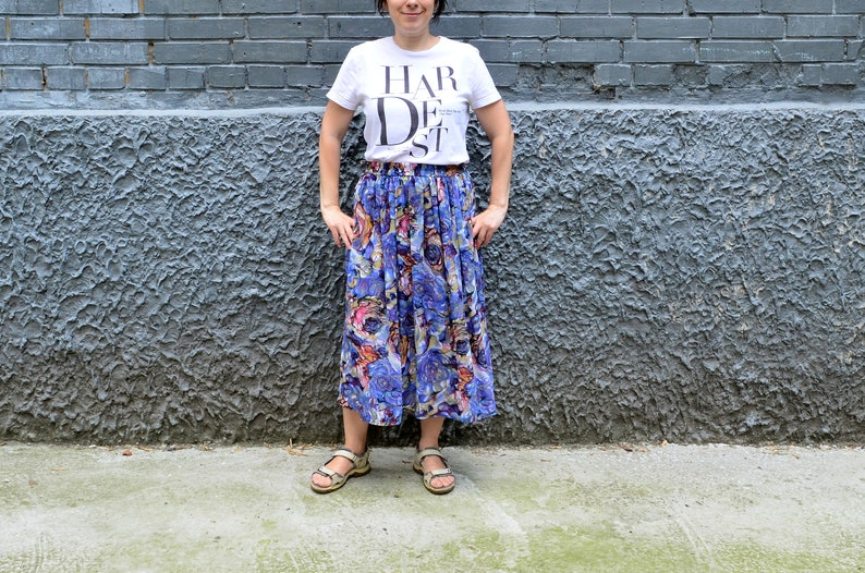 7adfff85e045e Floral print pleated midi skirt with pockets Bohemian colorful elastic  waist long summer skirt Red blue green 1980s gypsy fashion Boho Chic