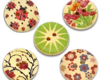 5 buttons light wood - nature - round motifs 18 mm - 2 holes