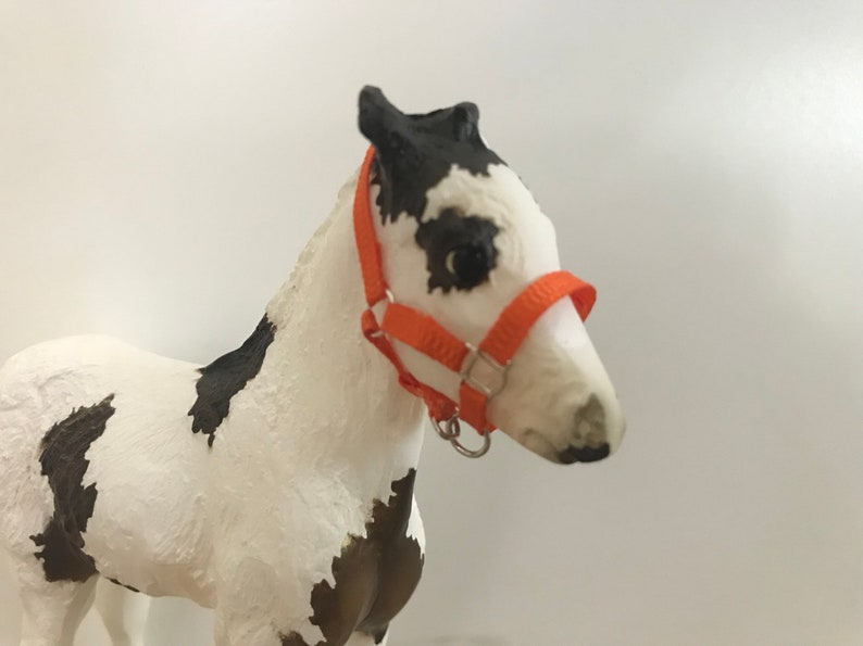 Breyer Traditional 3 Slot Foal Halter 1:9 Scale