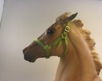 Breyer Traditional (1:9 Scale) Adjustable Halter [with Jump Rings]