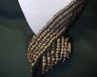 1.90 m of lace, black and gold