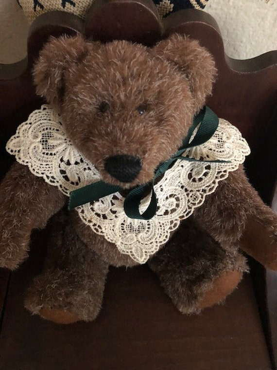 1987 Vintage Log Cabin Jointed Bear with Lace Collar Linda Stafford