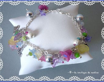 Costume jewelry: bracelet flower on silver plated chain