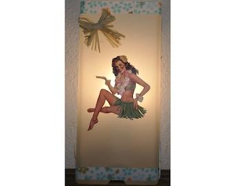 Hawaiian Pin Up lamp