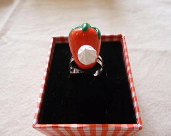 Adjustable ring Strawberry whipped cream (fimo)