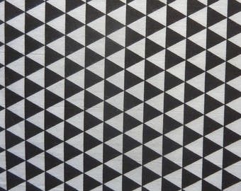 Coupon for 50 X 50 CM TRIANGLE 100% cotton black and white graphic fabric