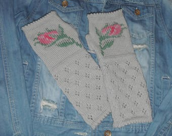 Original knitted and hand embroidered wool mittens / Rosebud pattern