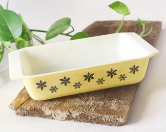 Yellow Pyrex Snowflake casserole dish | JAJ PYREX England, Gaiety, MCM