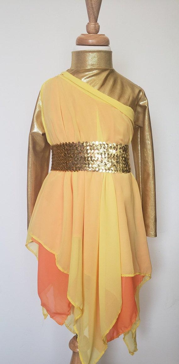 Superposition de danse fille / consommateur feu / louer des vêtements de  danse /