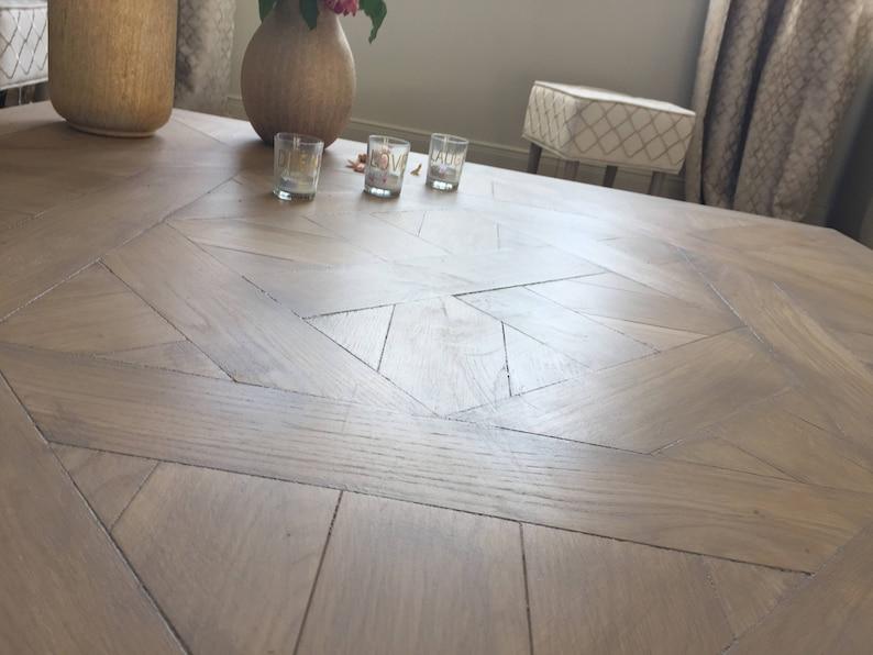 Il tavolo da pranzo di misure rovere & metallo concetto ...