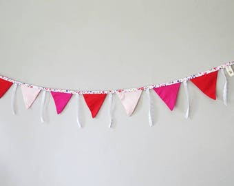 Bunting in pink and Red
