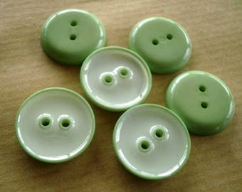 Set of 3 round plastic buttons, color green pale, diameter 15 mm