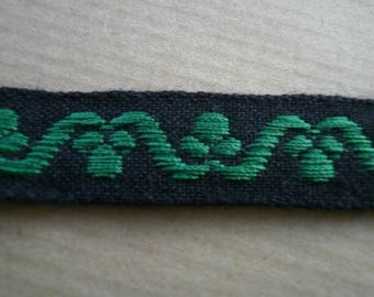 Braid in black cotton, embroidered with green patterns, 13 mm wide