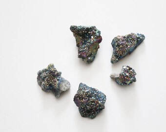 Small stone drilled with sequins