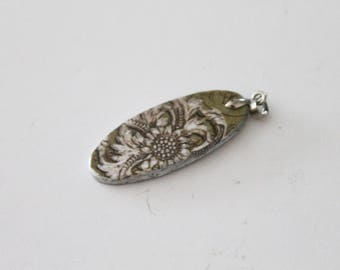 Floral pattern wooden pendant