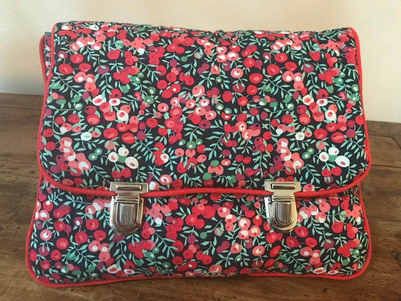 Bag-clasp pocket