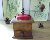 JAPY coffee mill, oak wood body, red enamelled canvas lid, in perfect working condition, Vintage French