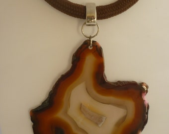 Cord necklace with geode