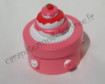 Decorative pink and white gourmet cake box