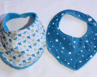 4b0708c1ab736 Lot de 2 bavoirs-bandana en coton et serviette éponge de couleur turquoise  avec des feuilles ou étoiles