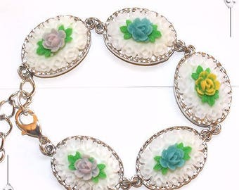 """Bracelet Cabochon cameos from resin flowers romantic """"A breath of spring"""""""