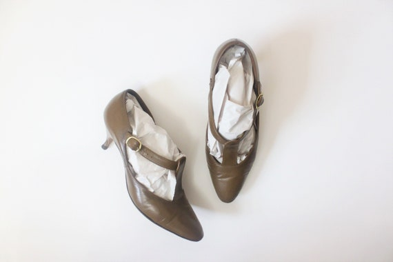 Tobacco leather t-strap kitten heels | 1950s brown