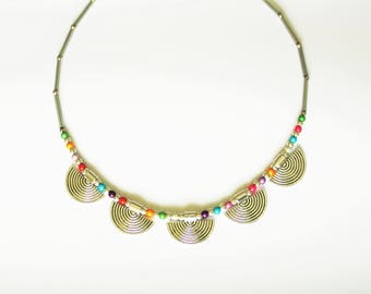 Multicolored necklace with silver metal fans