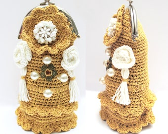 """""""Gold swan"""" glasses case crocheted cotton"""