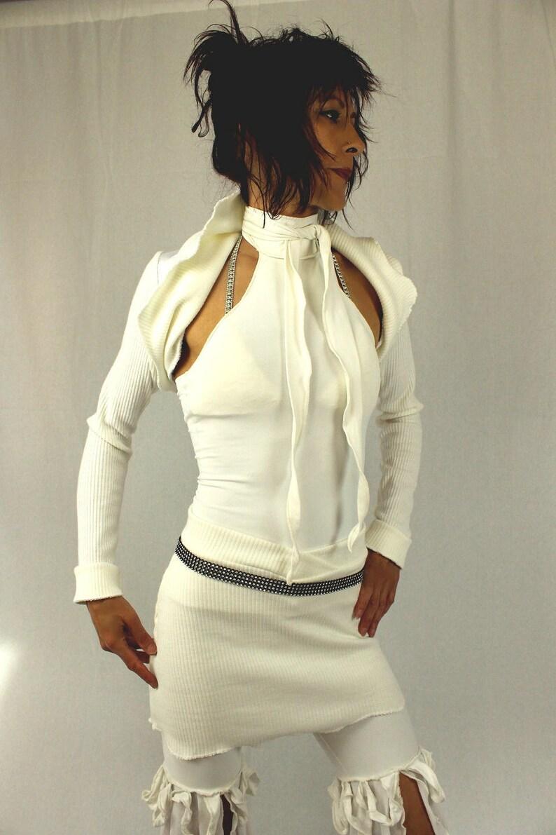 Ensemble Blanc Top Sans Manche Avec Sa Cravate Avec Veste