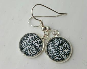 Black and white leaves earrings