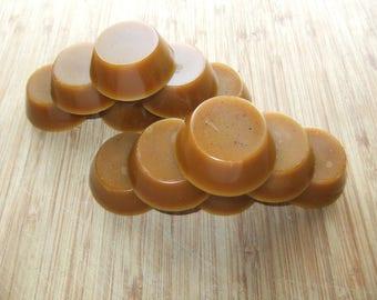Natural beeswax bun