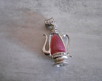 Pink decanter steel with Pearl pendant in Center