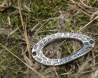 Silver hammered twisted oval connector